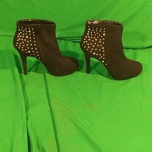 Madeline Stuart sz 11M blitz heel booties